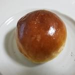 パンdeアノー - バターロール(54円)