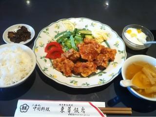東華飯店 - ランチの唐揚げ定食 (890円)