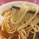 京華樓 - 麺のアップ。こうすると一本には見えないですね