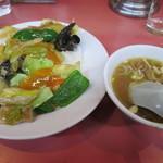 中華珍満 - 中華丼
