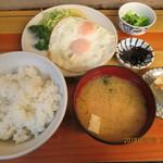 80351888 - 目玉焼,定食(香物,佃煮,味噌汁つき)