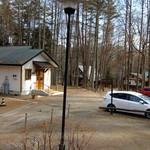 コンプレ堂 - お店の向かい側に5台分の駐車スペース