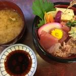 割烹 宗よし - 三色丼と味噌汁
