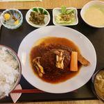 御飯家 - 煮込みハンバーグ(ごはん大盛り無料) 1000円