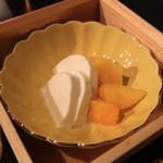 イロドリ - モッツァレラチーズ?とマンゴー?