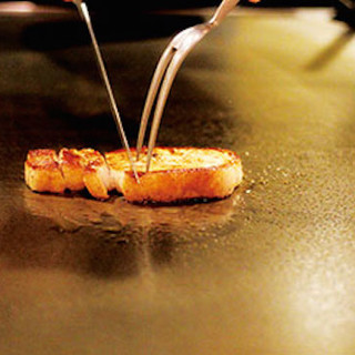 目の前でお料理お作りいたします!五感でお楽しみください!