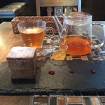 80372843 - 四角シュークリーム、ゆず紅茶