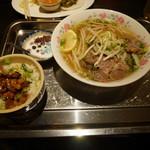 カムオーン - 牛肉三種盛りのフォーのランチ