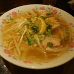 カムオーン - バインカンというタピオカを使った麺と鶏肉