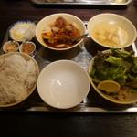 カムオーン - ベトナム混ぜ混ぜ麺ランチ