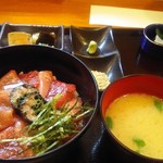 幸家 義太郎 - 1日5食限定のマグロ漬け丼1000円。