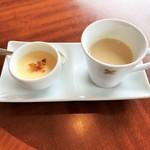 80382772 - パルメザンチーズのフランにベーコン、スープ