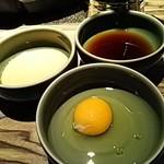 牛禅 - ゴマダレ、ポン酢ダレ、生玉子