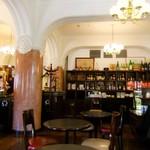 カフェドゥラプレス - パリのカフェらしくアルコールも充実♪