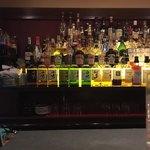 サントリー・オールドバー - バックバーには素敵なボトルが並んでますよ