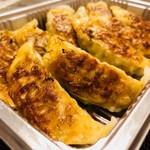 亀戸餃子 - 食べやすいサイズ感!