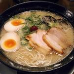 ラーメン虎と龍 - 料理写真:【久留米 しっかりスープ(龍) + 味玉】¥650 + ¥120
