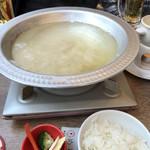 しゃぶしゃぶ 焼肉食べ放題 めり乃 - 一瞬で溶けてスープの完成です。