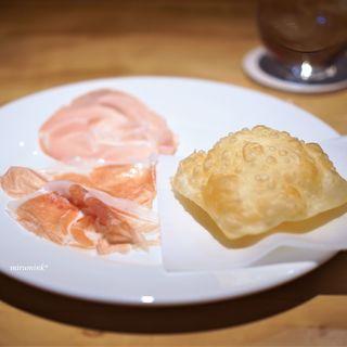 アドゥエパッシ - 料理写真:多田さんのペルシュウとサラミとトルタフリッタ