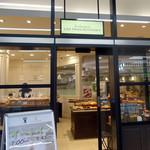 ペーパー ウォール カフェ - 朝は隣のパン屋のパンをイートインできる