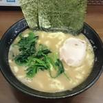 横浜らーめん 七七家 - 料理写真:ラーメン680円