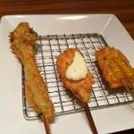 80404797 - 左から菜の花からし酢味噌ソース、サーモンタルタル、甘くジューシーなコーン