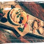 絲Cafe - デザートプレート。S.¥1300 M.¥1800 L.¥2300 前日まで要予約。