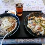味々軒 - 料理写真:【2018.2.4(日)】ラーメンセット(醤油ラーメン+中華丼)680円