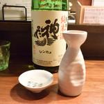 旬肴地酒 寅八 - 神亀(手造り純米酒 辛口)