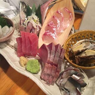 魚金 池袋店 - 3種盛りを頼んだはずが、いっぱい出てきた!
