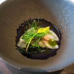 COMMUNICO  - 2.冷前菜:生ハムと干し柿を大根で包んだスープとハーブ
