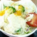 お食事処ふみ - 半チャンラーメン 830円 サラダ