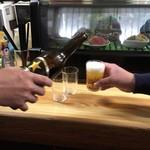 下山酒店 - 立ち飲みで大瓶5本3人で… ビール一択に…