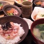 8043025 - 海鮮丼とホッケ定食