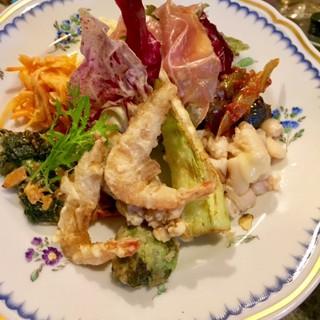【人気No.1】当店自慢の一皿!!特製の前菜の盛り合せ