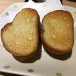 鴨川港 魚魚組 - 「焼きフランスパン」1枚80円也。