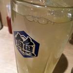 鴨川港 魚魚組 - 「柚子ハイボール」390円也。