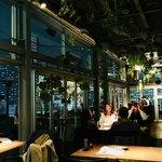 roof top bar & terrace G - 天井が高く開放感あります。外にはテラス席も。