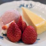 Kuromimirapan - 2018.2 苺と自家製チーズケーキのフランス産アイスクリーム添え