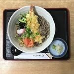 よしのや - 冷し天ぷらそば。1400円。高い。手打とは信じがたい蕎麦。