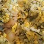 食いしん房 - エビと岩海苔チャーハンのアップ