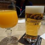 La Soeul AUX BACCHANALES - 蒲郡みかん搾り立てフレッシュジュース(650円)と生ビール(700円)