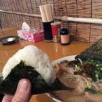 屋台拉麺 みんみん - 料理写真:おにぎりサービス!