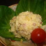鳥正 - 野菜ソムリエによる野菜料理も用意しております。写真は【おからとさつま芋のポテサラ風】です。