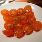 肉と八菜 OTOKICHI - 甘~いプチトマトのサラダ