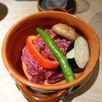 肉と八菜 OTOKICHI - カルビのキャセロール 季節野菜添え