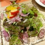 肉と八菜 OTOKICHI - ハラミの燻製 ハワイアンサラダ仕立て