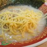 まるともラーメン - 麺アップ
