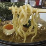 横濱家 - 麺アップ
