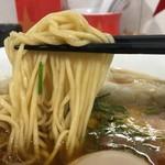 ラーメン星印 - 醤油ワンタンメン950円の麺のアップ